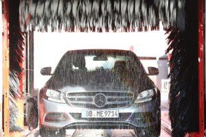 Komfortní mytí aut v bezkontaktní automyčce